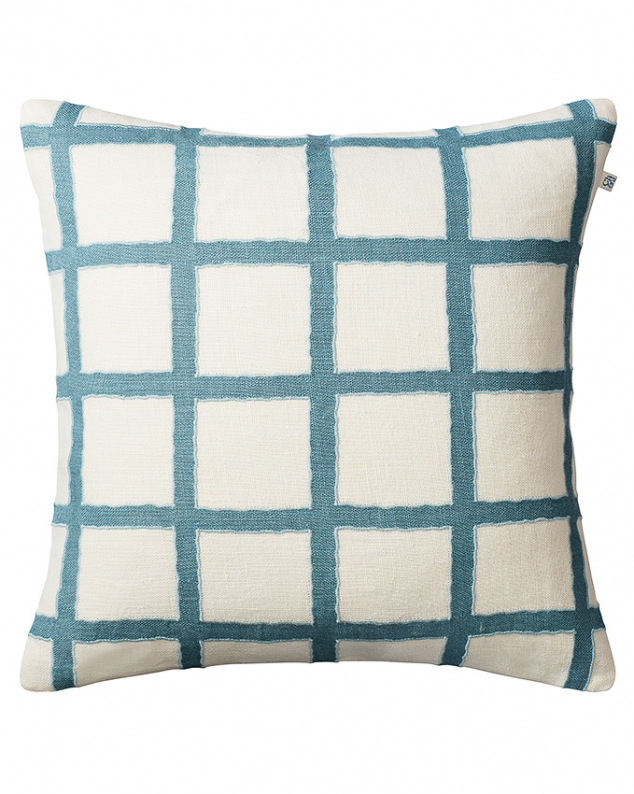 Amar - Off White/Heaven Blue/Aqua in the group Cushions / Embroidered Cushion Covers at Chhatwal & Jonsson (ZCC410150-17)