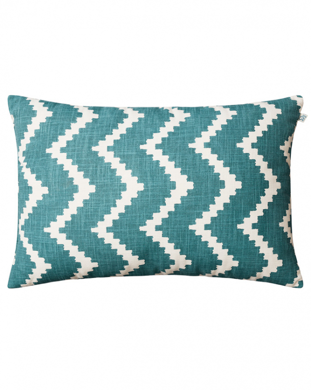 Ikat Sema - Heaven Blue/Off White OUTDOOR in the group Cushions / Outdoor Cushions at Chhatwal & Jonsson (ZOIC310250-15)